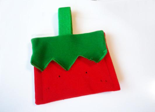 トマトマンが財布になった写真