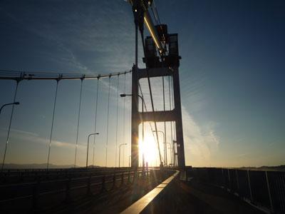 主塔と夕日