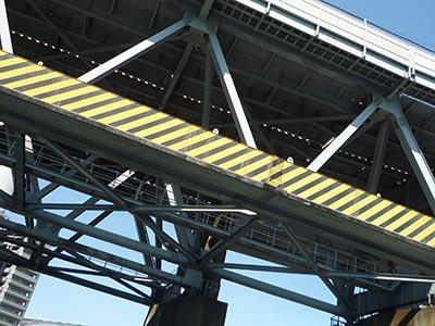 トラス橋の裏