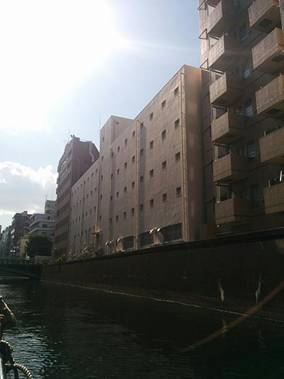 神田川の建物
