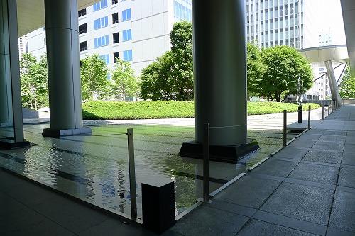 セントラルタワー前の池