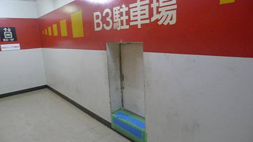 エレベーターに向かう部屋
