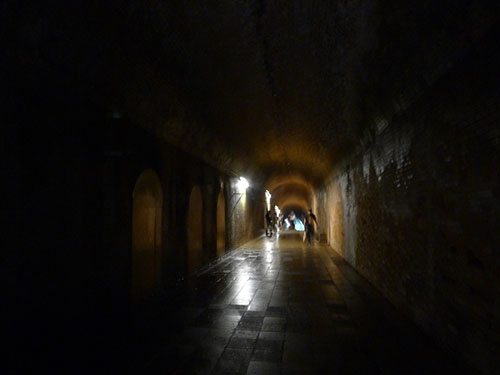猿島 フランスレンガのトンネル