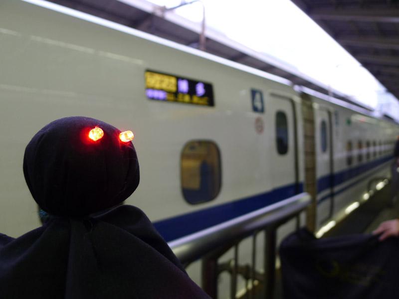 赤色LEDで目が光る黒いてるてる坊主