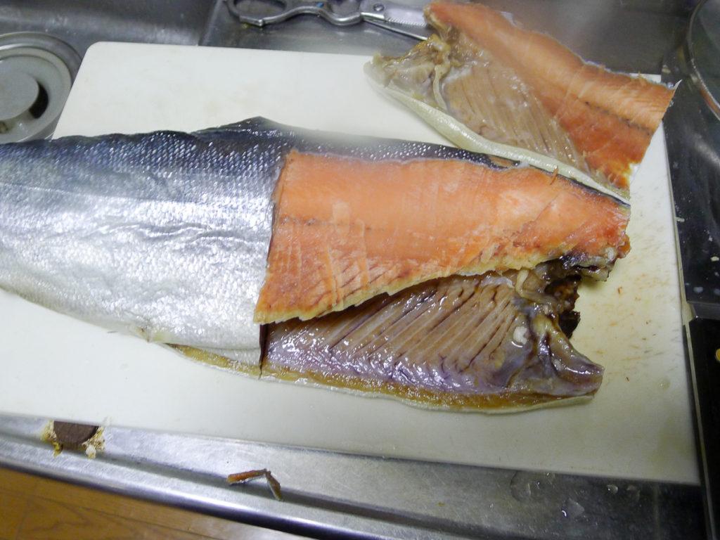 半身切られた鮭