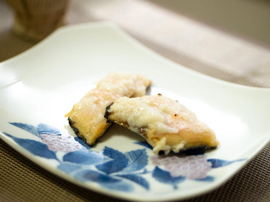甘酒につけた鮭を焼いた写真