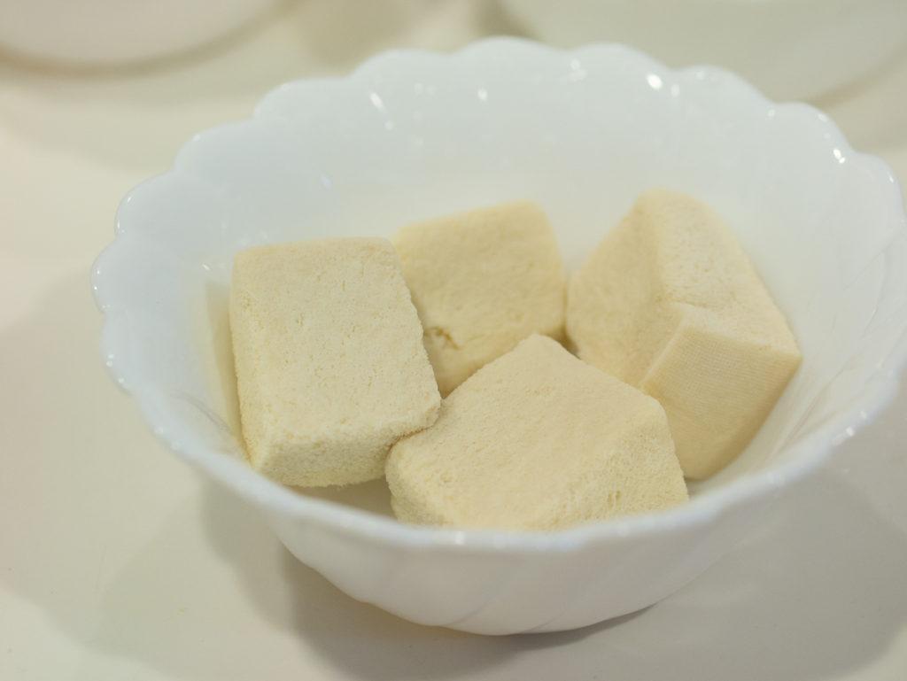 熱湯で戻した高野豆腐