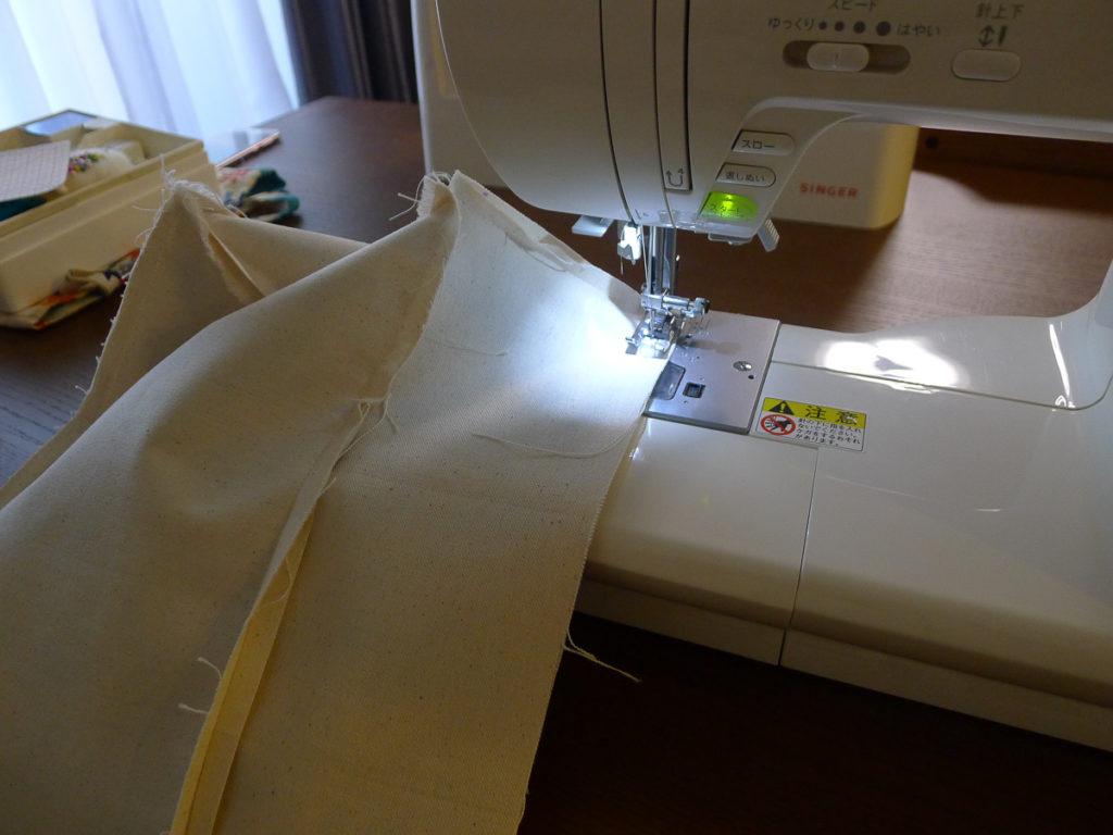 ミシンで縫うところ