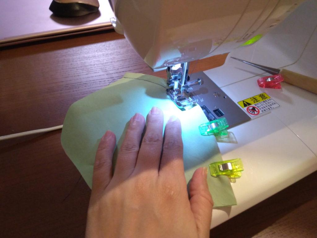 クリップ止めで縫うところ
