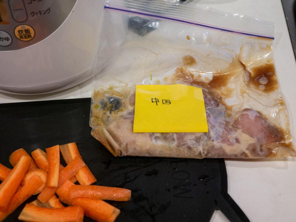 中国とラベルが貼ってある鶏肉。