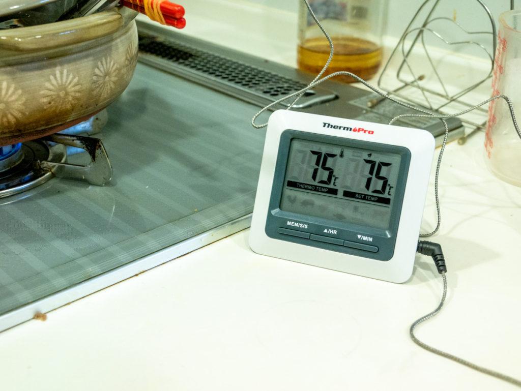 温度計が75度を示している様子