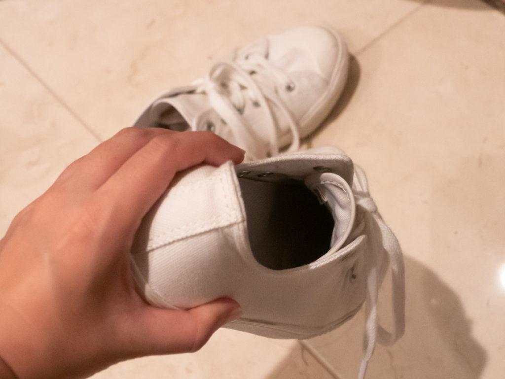 持ち上げあれる靴
