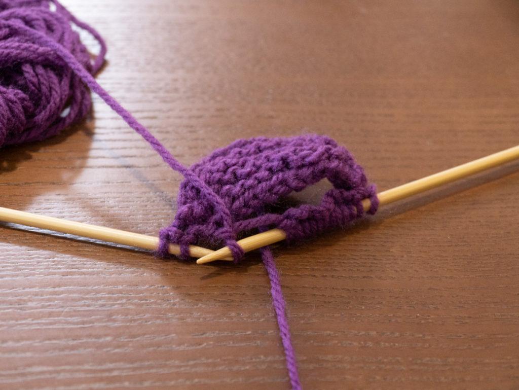 毛糸が伸びている様子