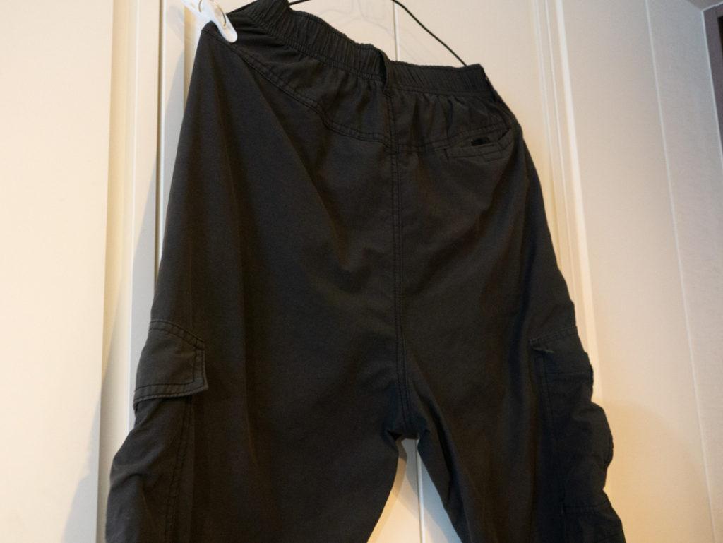 黒いズボンのアップ
