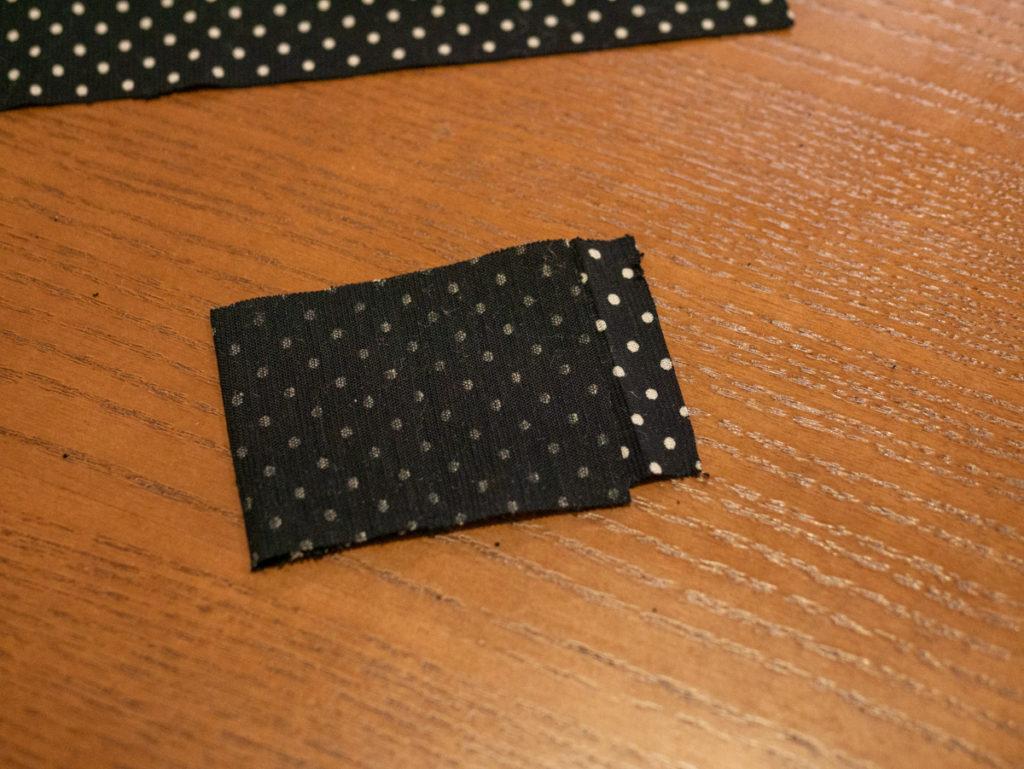 布を二つ折りにしたところ