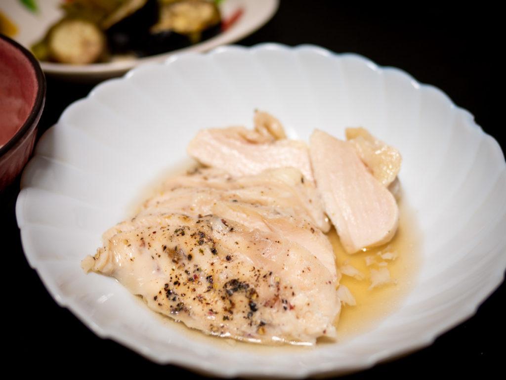 お皿に盛った鶏ハム